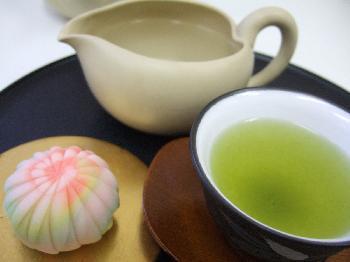 お茶の本当のあまさを体感 深みどり